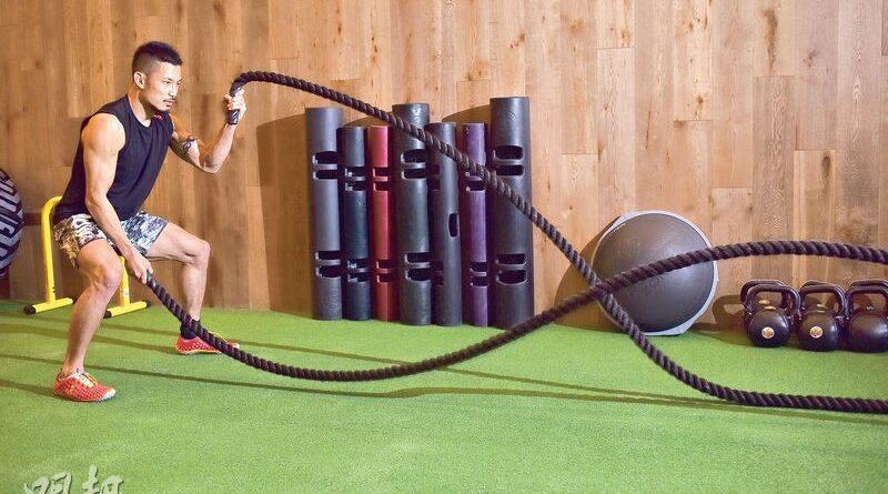 【有片:運動消閒】揮戰繩激起波浪 高強度操勻全身