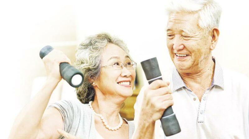 【有片:了解關節痛】挽餸操臂力 上樓梯練大腿 趕走少肌症 80歲繼續Fit