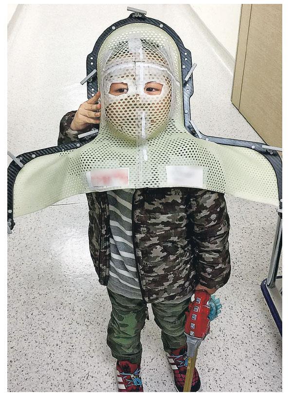 輔導師改裝頭罩 助癌童克服電療