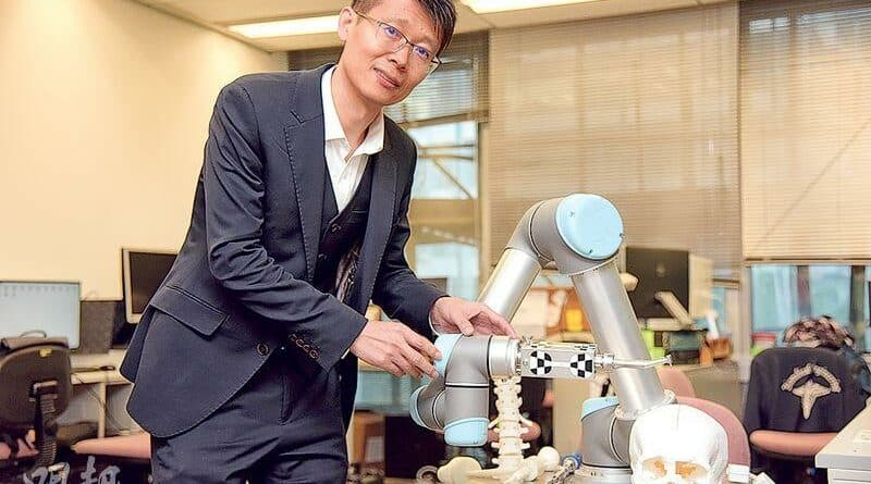 透視生物科技系列之三 機械人AI尋腦瘤 定治療方案