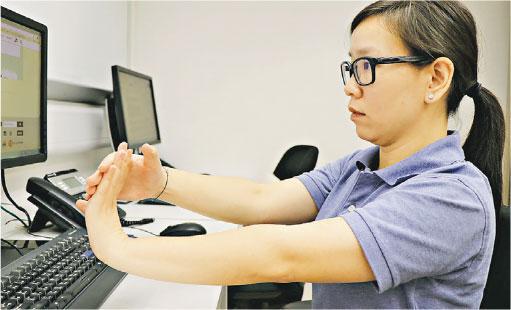 【運動消閒】伸展手腕:長用鍵盤 小心手腕受壓發炎