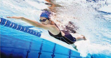 【夏日系列】膝痛忌蛙泳 落水前做足伸展 游錯泳式 關節傷上傷