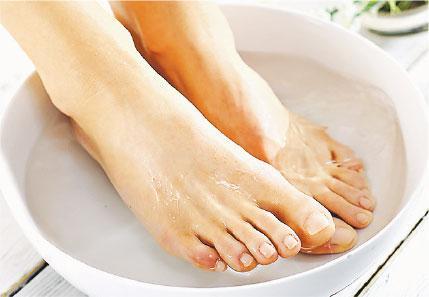 足浴,養生,冬日咳,咳嗽,氣喘,腳痛,艾葉,老薑,中藥泡足,