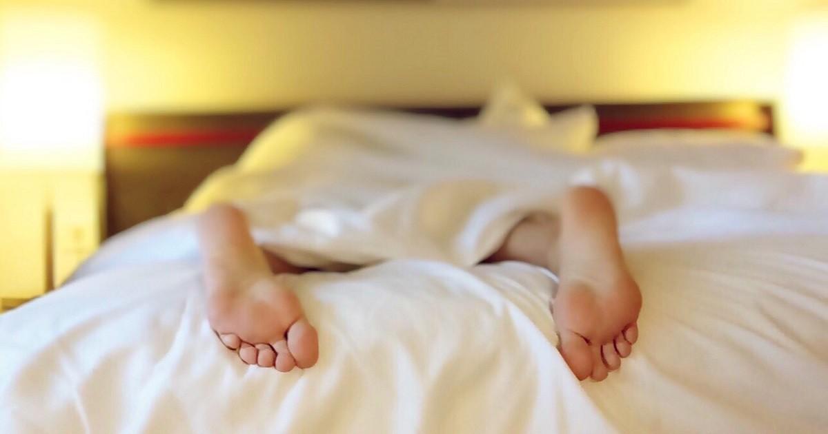 養和特稿,睡眠與疾病,側睡,俯睡,青光眼,耳鼻喉,眼壓,睡眠窒息症,血壓高,渴睡