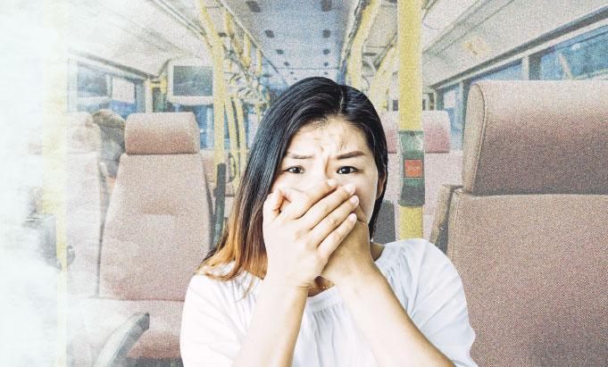 驚搭巴士 嚇到手震肚痛