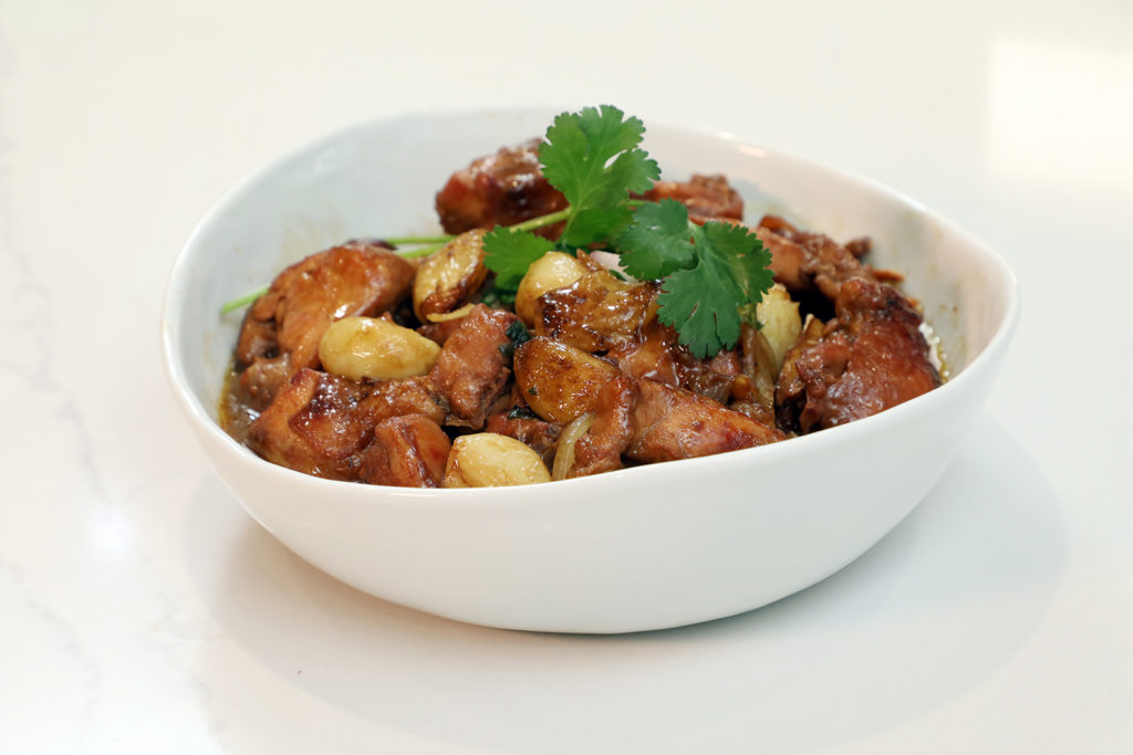 【抗疫你要知】家常菜療癒身心 營養師增強抵抗力有法!-蒜頭洋蔥炆雞