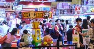 有初步確診變種新冠病毒的患者,曾於潛伏期內到訪荃新天地2期Namco,該店昨仍人流滿滿。(資料圖片)