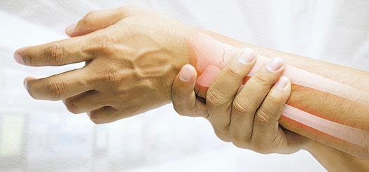 運動創傷主要分為急性創傷和慢性勞損,需以不同方法應對。(Tharakorn@iStockphoto)