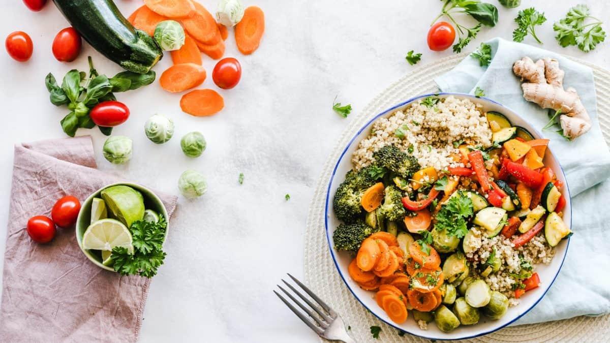 「211陣型」飲食技巧是指每一餐都進食2份蔬菜、1份肉類及1份澱粉質,蔬菜分量是其他食物種類的兩倍。