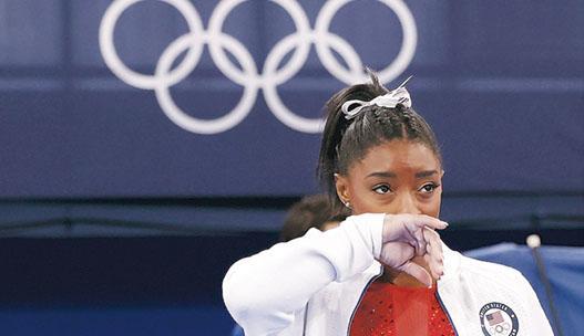 美國體操選手比拉絲因心理困擾突然宣布退賽,翁健輝認為並非壞事,指正視心理健康十分重要。(新華社)