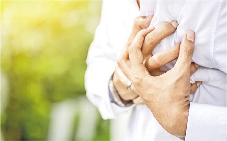 胸痹心痛——痰濁、脾虛不但影響睡眠和引致鼻鼾,也影響全身機能,可致胸痹心痛。(boonchai wedmakawand@iStockphoto)